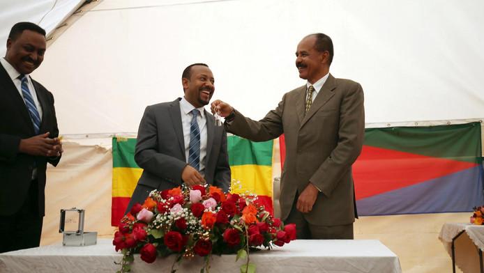 Le président érythréen Isaias Afwerki et le Premier ministre éthiopien Abiy Ahmed (Addis-Abeba, 16 juin 2018)