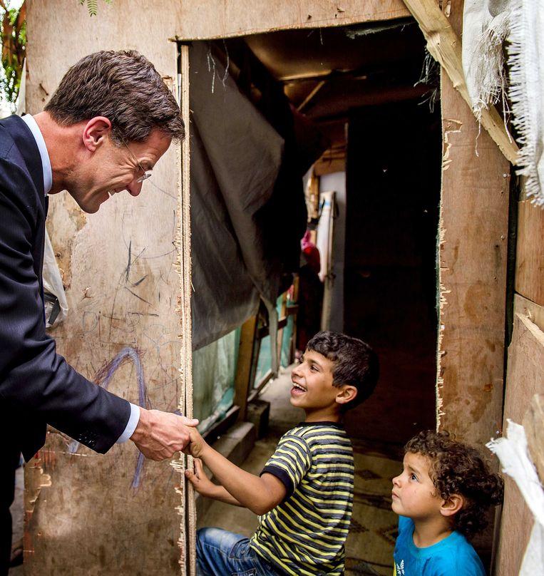 Premier Mark Rutte bezoekt een tentenkamp in Debbane tijdens een werkbezoek aan Libanon. Beeld anp