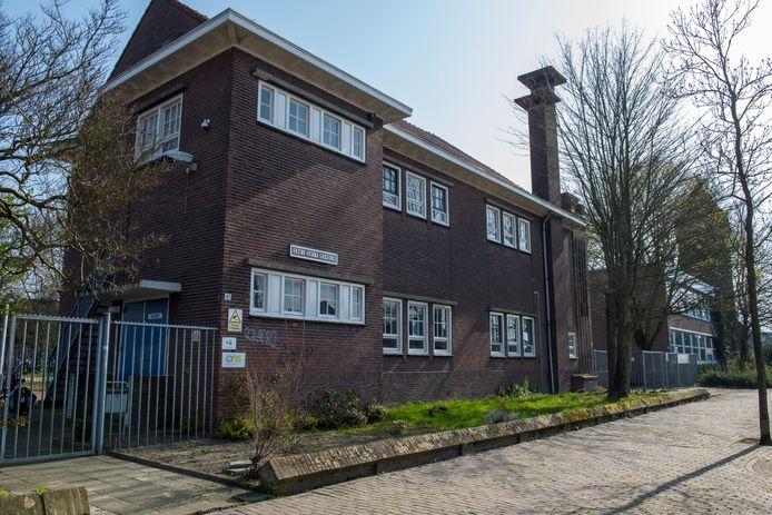 EINDHOVEN ED2020-3596 Oude meisjesschool aan de Vlokhovenseweg 41 gaat tegen de vlakte