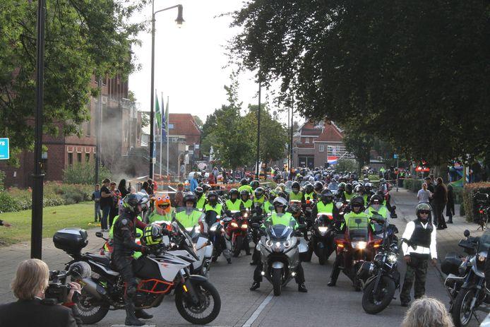 160 motorrijders uit het hele land kwamen zondag bijeen in Winterswijk voor de motortoerrit.