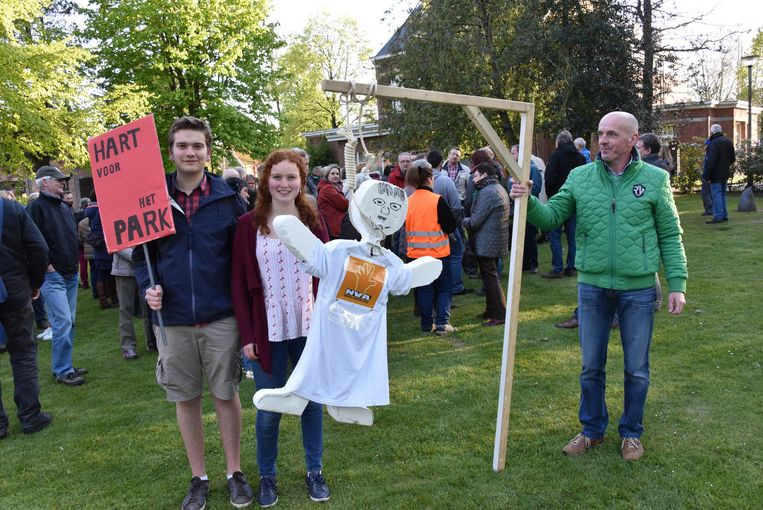 De actievoerders van Hart voor het Park betoogden al tegen de plannen van de gemeente.
