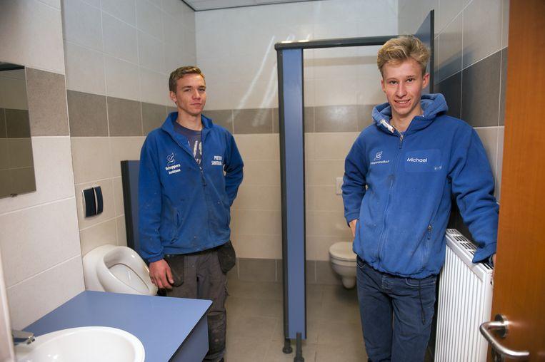 Pieter en Michael in 'hun' sanitaire blokken.