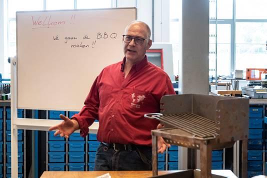 Docent produceren, installeren en energie Henk Hendrikx begint dinsdag aan de favoriete opdracht van veel leerlingen.
