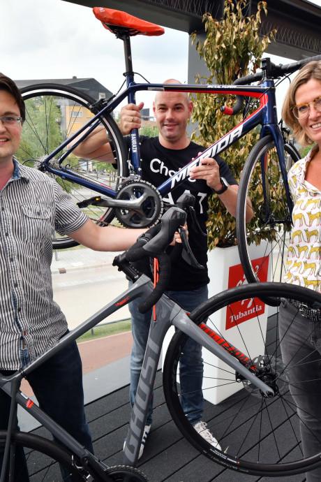 Toppers van de Lezerstour met racefiets naar huis