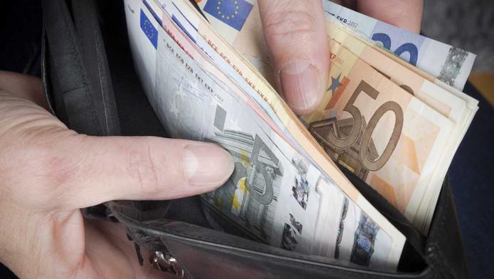De inwoners van Delft moeten lappen voor de financiële misère in hun stad.
