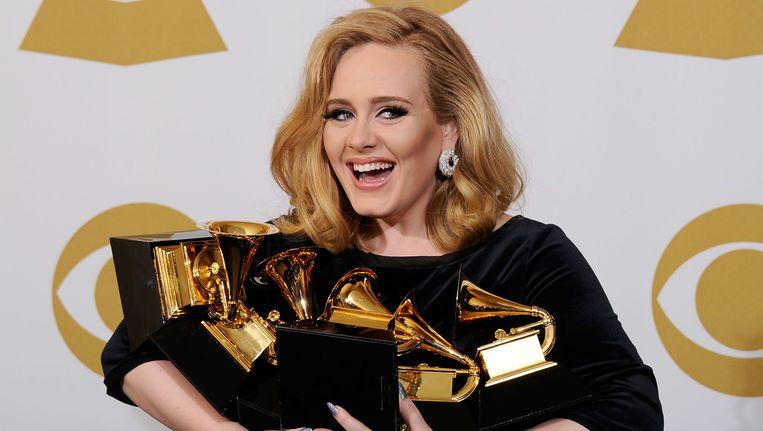 Adele, met een lading Grammys die ze voor het album '21' kreeg. Beeld getty