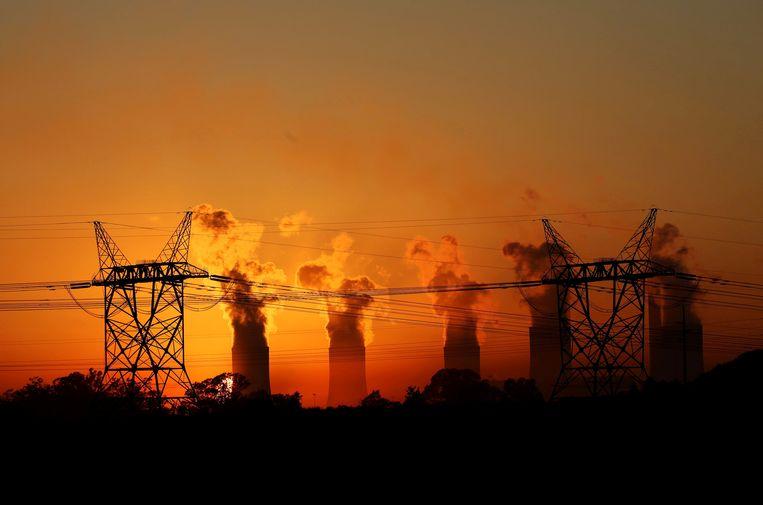 Elektriciteitsmasten bij het Lethabo Thermal Power Station vlakbij  Sasolburg in de provincie Vrijstaat. Beeld REUTERS