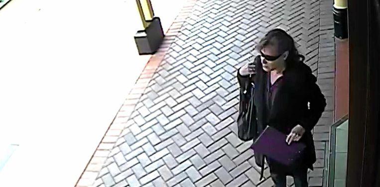 De laatste beelden van Ellen Wilson (54), toen ze geld afhaalde aan de luchthaven bij Byron Bay.