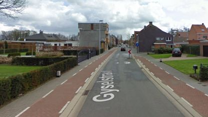 """Al zeker half jaar parkeerverbod in Gyselstraat, en daar is niet iedereen even blij mee: """"Wij hebben geen oprit of garage!"""""""