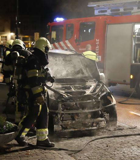 Verdachte aangehouden na autobrand in Grave