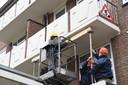 Uit proefboringen blijkt dat de balkons onveilig zijn door betonrot.