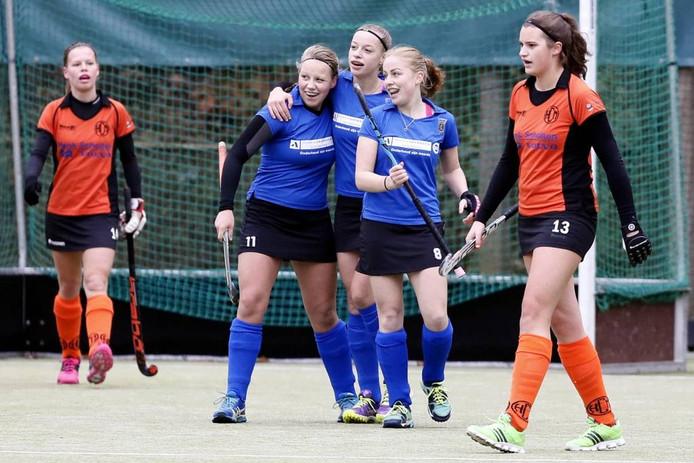 Hockeysters Lochem verloren ondanks drie goals van Julia Heitmeijer