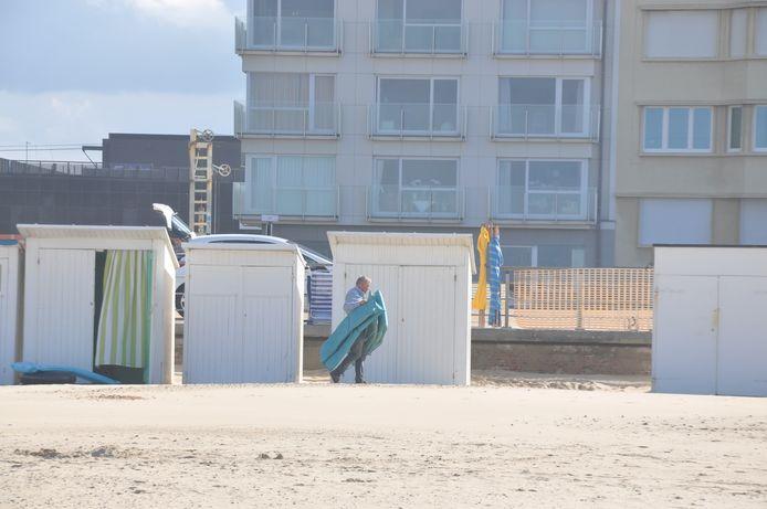 Het einde van de zomer wil ook zeggen dat de strandcabines terug leeg moeten.