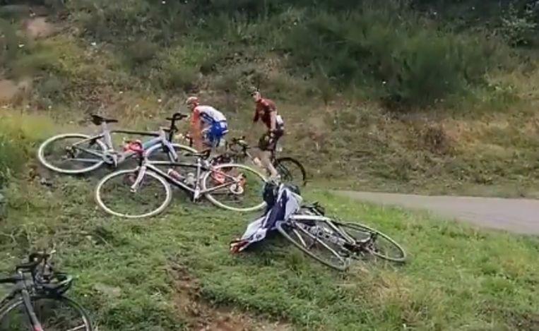Het moment dat Chris Froome zich omdraait en een armgebaar maakt naar Franse wielerfans.