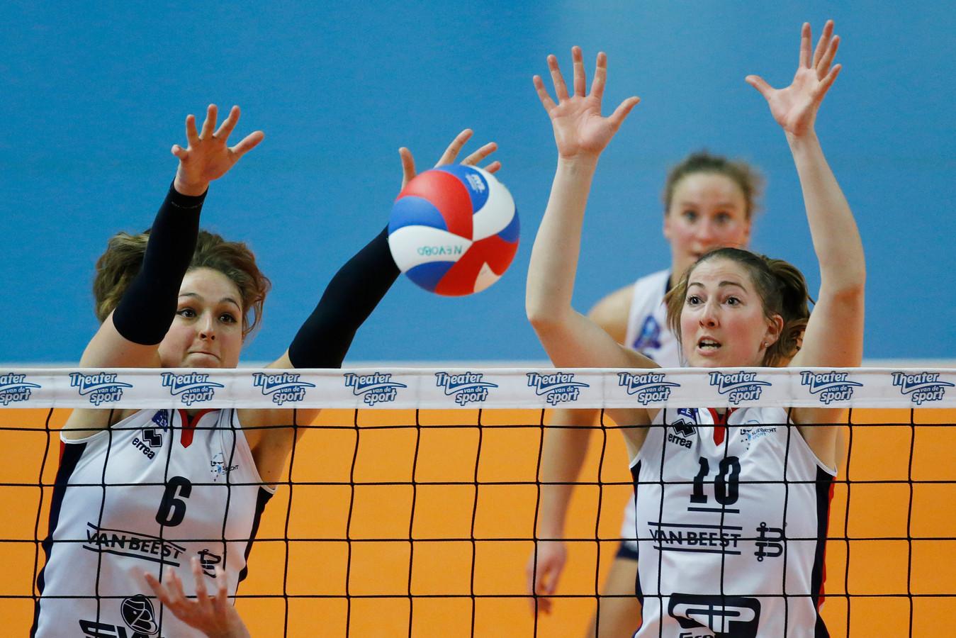 Carlijn Ghijssen-Jans (rechts) maakt ook volgend jaar deel uit van de selectie van Sliedrecht Sport.
