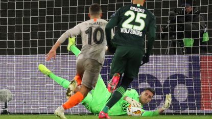 Casteels redt penalty, maar lijdt nederlaag met Wolfsburg
