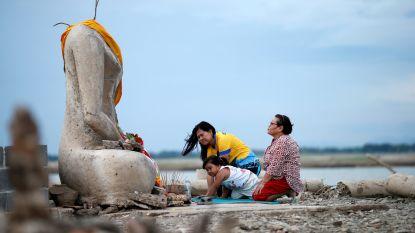 Onder water gelopen Thaise tempel verschijnt plotseling terug door extreme droogte