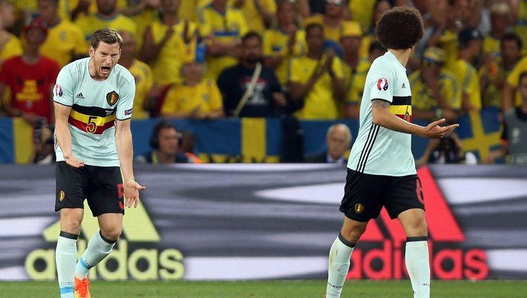 Jan Vertonghen en Axel Witsel in de wedstrijd tegen Zweden. Beeld epa