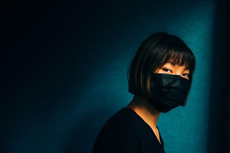 Justine werkt voor een organisatie van Hongkongers in Taiwan die gevluchte landgenoten bijstaat. Vanwege de veiligheid kan zij niet herkenbaar in beeld. Beeld null