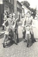 Met vrienden tijdens Deurne kermis in 1965; vlnr. Ben Jacobs, Ton van den Burg, Louis van den Bosch en Harry Leenen.