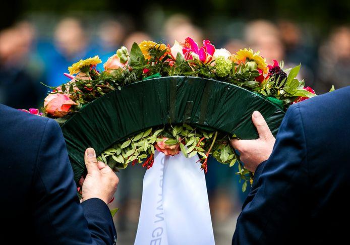 De jaarlijkse herdenking bij het Monument voor Gevallen Spoorwegpersoneel door de NS in 2019. Medewerkers en gepensioneerden van NS en ProRail herdenken de 477 medewerkers die bij het uitoefenen van hun werk tijdens de Tweede Wereldoorlog om het leven zijn gekomen.