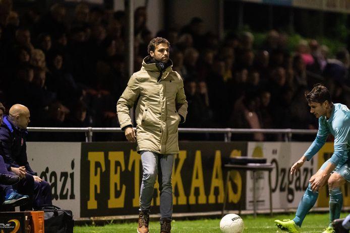 Gonzalo Garcia, woensdag coachend langs de lijn in het duel tegen De Treffers.