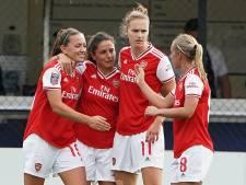 Miedema en Van de Donk helpen Arsenal aan zege, City ook op negen punten