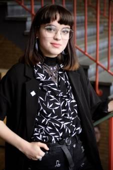 Zo sleepte Izzy (18) met haar profielwerkstuk een studiebeurs van 1500 euro binnen