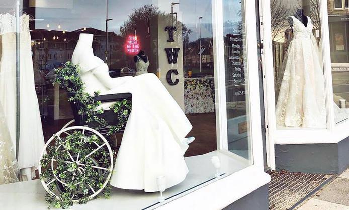 Bruidswinkel Scoort Met Bruid In Rolstoel Buitenland Ad Nl