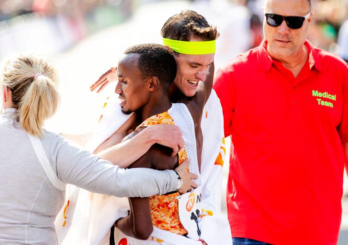 Abdi Nageeye en Koen Naert na de finish tijdens de 39e editie van de NN marathon van Rotterdam.