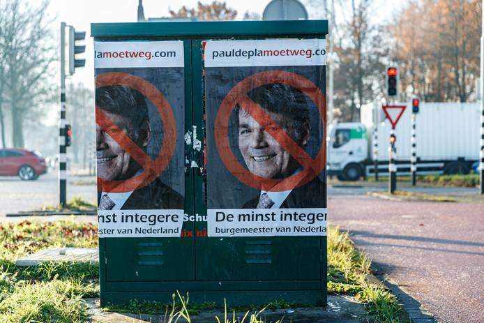 De affiches zoals ze in Breda waren opgeplakt.