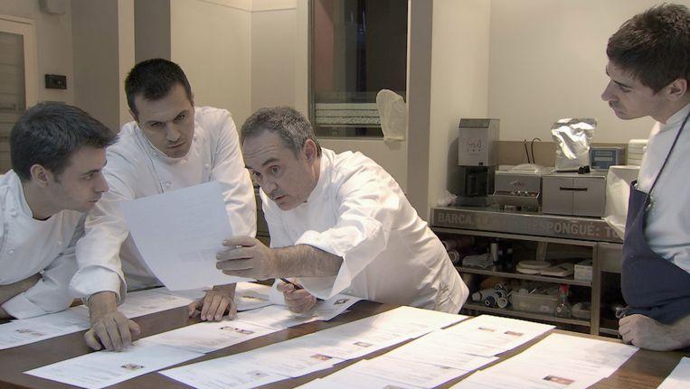 Uit: El Bulli: Cooking in Progress, een documentaire uit 2011. De documentaire geeft een intiem kijkje in het laboratorium van de meest revolutionaire chef-kok ter wereld. Beeld  if... Productions