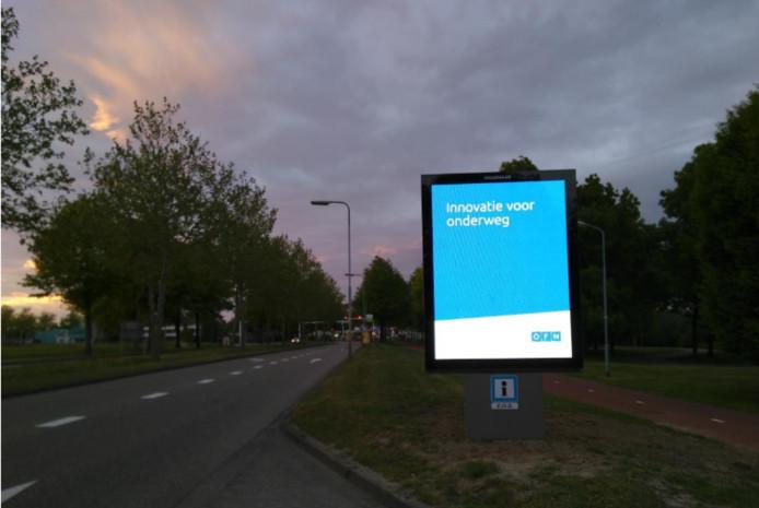 Nieuwe lichtreclame op de Maaspoortweg.