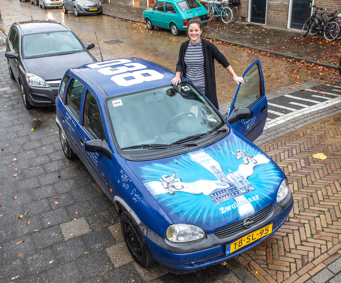 Hanneke met haar Zwolle-auto