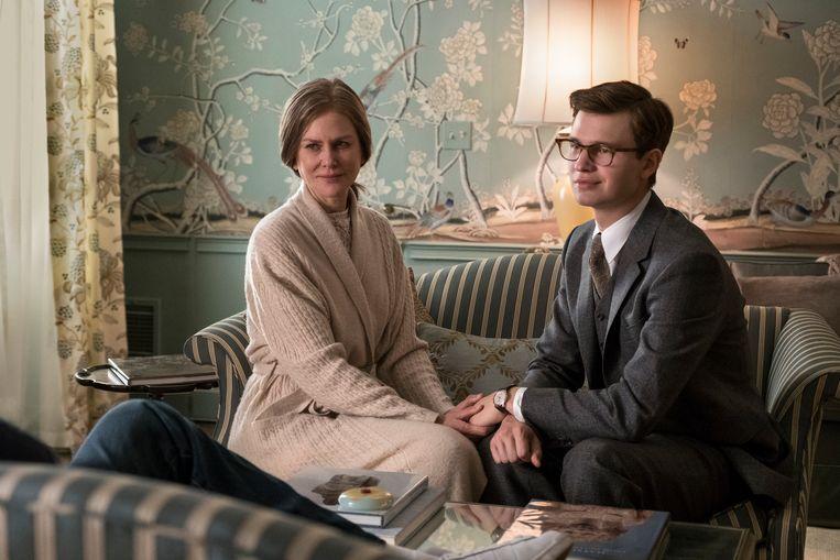 Na de dood van zijn moeder wordt Theo opgenomen door een welgestelde familie uit de New Yorkse Upper East Side. Beeld