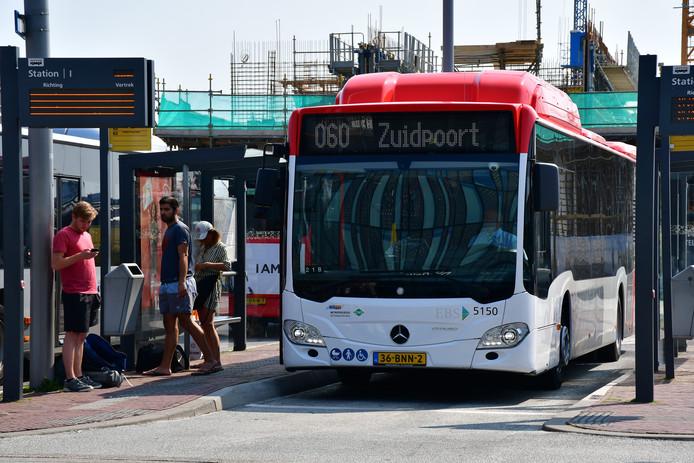 Beeld ter illustratie: De stadsbussen van de nieuwe vervoerder EBS