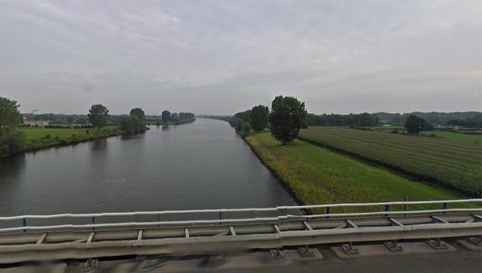 De rivier de Maas nabij Heijen, Noord-Limburg.