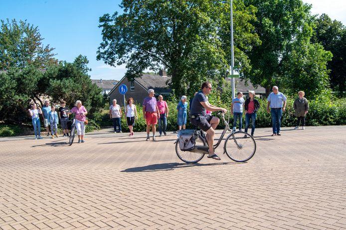 Bewoners van de Kievitstraat in Ommen zijn boos. Want door de aanleg van een fietstunnel onder de N48 door, hebben zij de indruk dat er een belangrijke fietsroute door hun straat gaat komen.