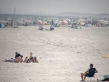 Strand bij Breskens dit weekend deels afgezet: stenen en puin zijn aangespoeld