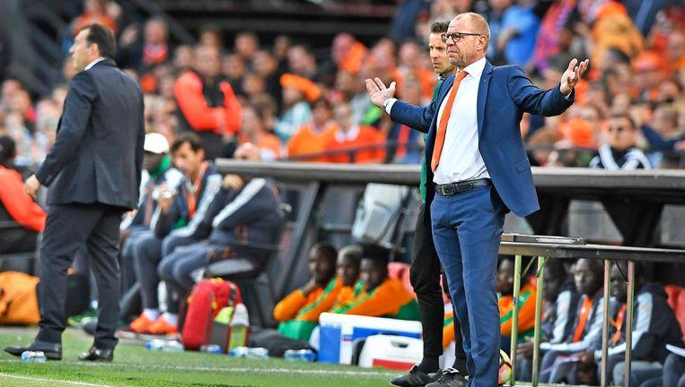 Fred Grim tijdens Nederland - Ivoorkust. Het was zijn laatste wedstrijd als hoofdcoach. Beeld Guus Dubbelman / de Volkskrant