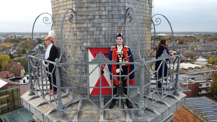 SC de Stijloren uit Etten presenteert het protocol van carnavalsseizoen met een gelikt filmpje, in het motto 'We zitte d'r bóvenop'.