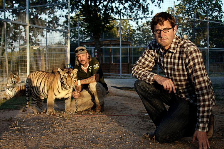 Louis Theroux in 2011 met 'Joe Exotic' in diens dierenpark in Oklahoma. Deel van een documentairereeks waarin de Brits-Amerikaanse televisiemaker zich onderdompelde in merkwaardige milieus.