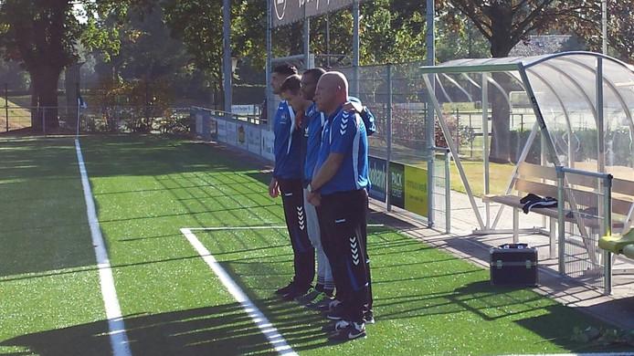 Spelers en staf van SML herdenken voor het duel tegen Vitesse 08 Ben Jonkers