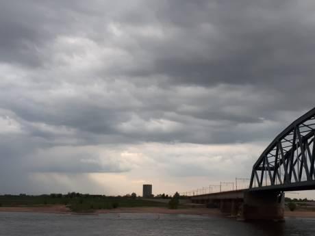 Hagel, onweer en buien: KNMI geeft code geel af