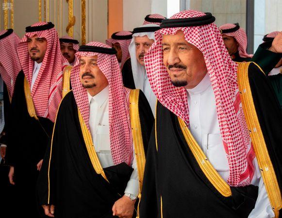Koning Salman (R)