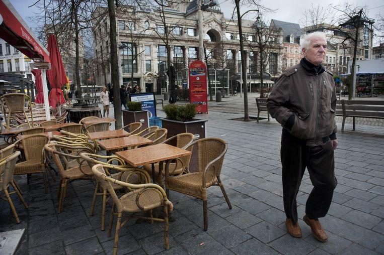 Caption Vanaf 1 februari 2015 moet elke horecazaak in belgie met een witte kassa werken. De horecazaken beweren dat het hun ondergang wordt. Er is een manifestatie in Brussel op het Muntplein vandaag 'voor een leefbare horeca'. Om die reden zijn enkele bars en restaurants gesloten op de Groenplaats in Antwerpen (foto). Beeld FTP