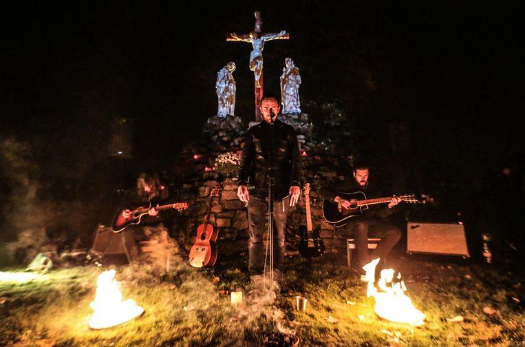 De Kortrijkse metalband Amenra treedt wel vaker op op vreemde plaatsen en komt op 18 en 19 oktober naar de Sint-Franciscuskerk in de Ieperstraat 30 in Menen.