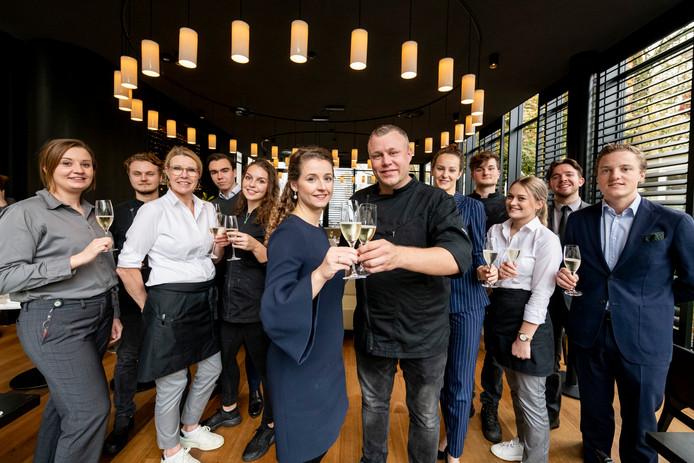 Bij Coperto Restobar in Zwolle toosten ze op het behalen van de Bib Gourmand die Michelin het hotelrestaurant toekende.