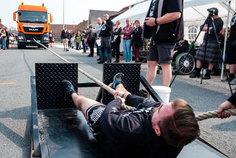 In Zonhoven werd zondag het Belgisch Kampioenschap vrachtwagen trekken gehouden. Naast de oersterke mannen deden ook vier vrouwen mee.