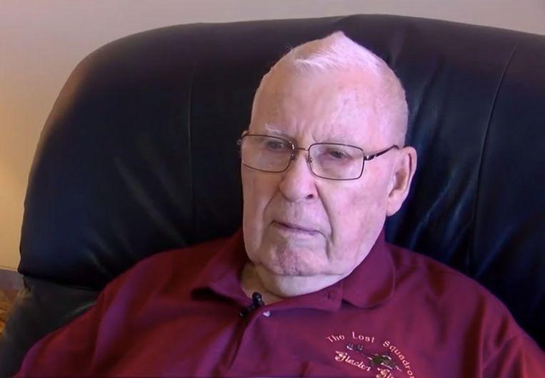 Robert Blocksom - iedereen noemt hem Bob -  is op zijn 87ste op zoek naar een job als vrachtwagenchauffeur.